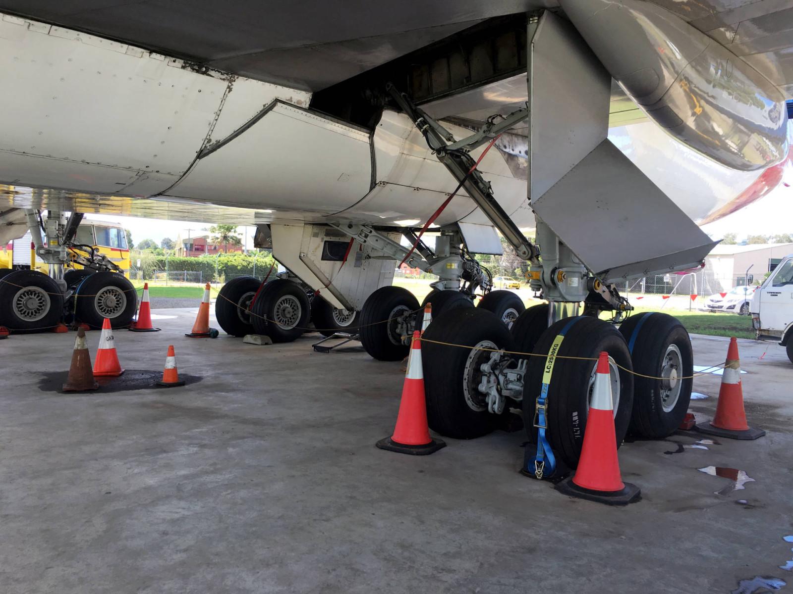 hars_museum_Quantas_boeing_747_undercarriage_tyres